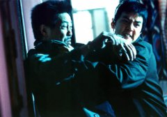 Daniel Wu in the middle of a fight. No, he's not fighting against Ng Man-Tat...does look like him though, doesn't he ?